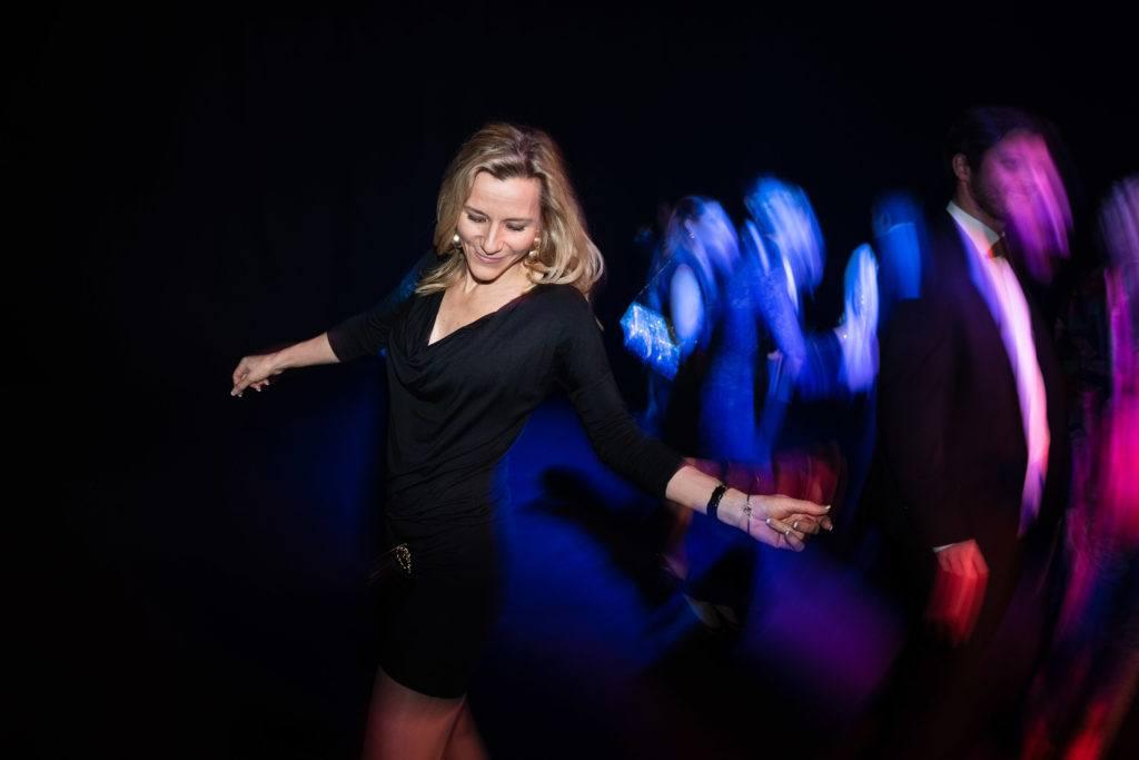 Kvinna på dansgolvet